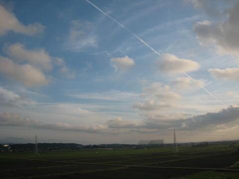 6月の飛行機雲