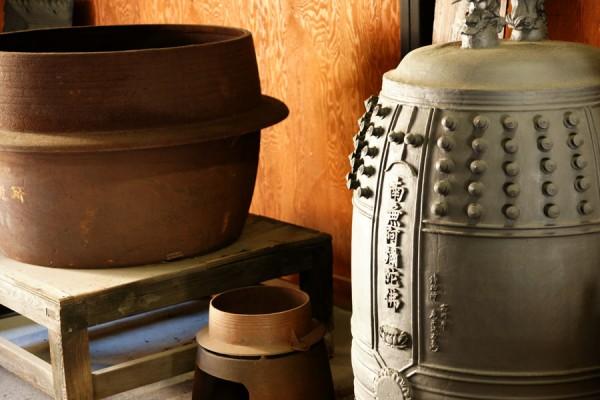 高岡市鋳物資料館の収蔵品の一部