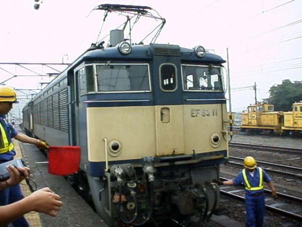 廃止直前の横川駅でのEF63機関車連結シーン
