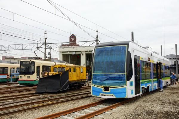 地鉄T100、8000型と、DL-2