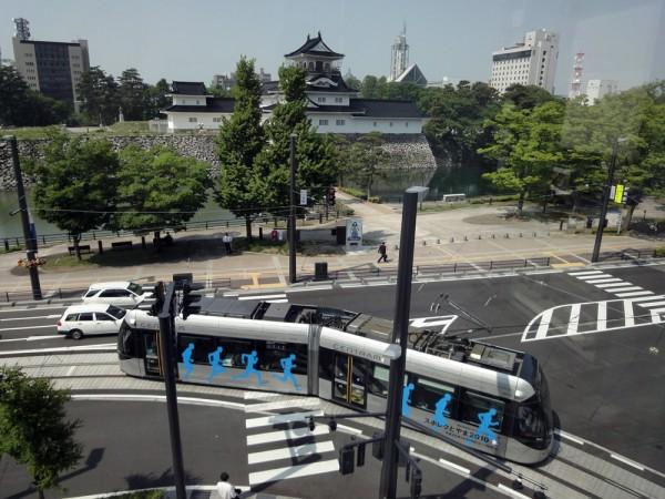 富山国際会議場から見たセントラムと富山城