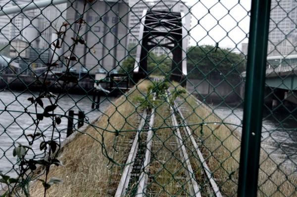 線路が残された晴海橋