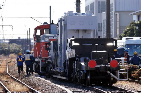 工場に到着した変圧器輸送列車