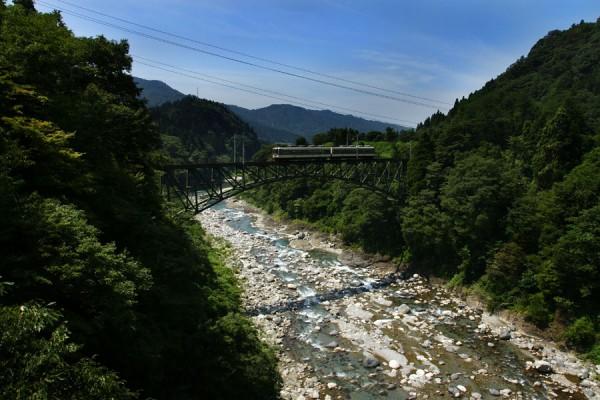 千垣陸橋を渡る14760形