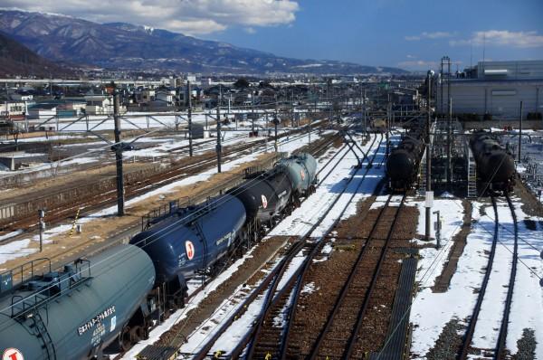 残雪の残る西上田に集うタキ43000