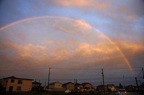 夕方にかかる虹